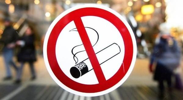 Ограничение курения в общественных местах