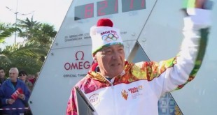 Vladimir Pozner relays Olympic torch in Sochi